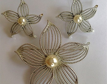 Sarah Coventry Silver Tone Flower Brooch with a Faux Pearl Center and Matching Earrings