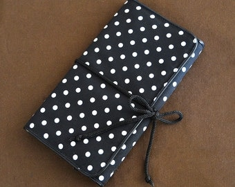Charger bag : B&W Polka dot