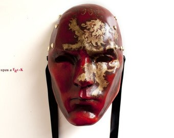 Cosplay Lannister House. Game of Thrones venetian mask