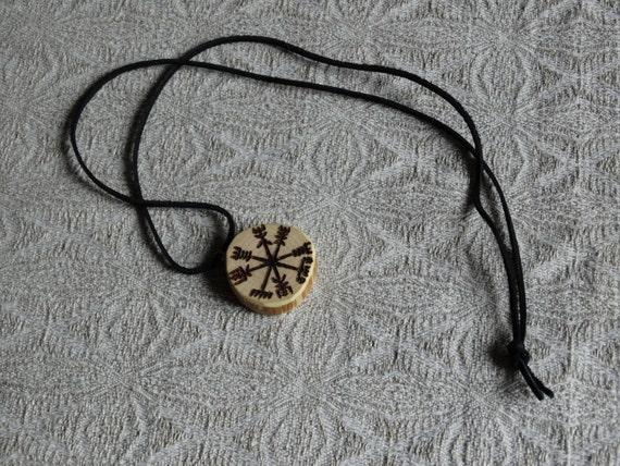 vegvisir en bois pendentif rune compas runique bijoux en. Black Bedroom Furniture Sets. Home Design Ideas