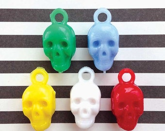 5 Skull Charms - Vintage 80s Plastic Gumball Charms for Jewelry Making