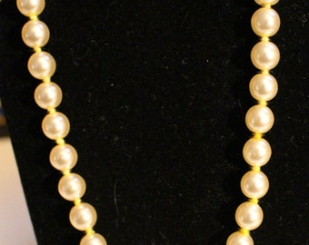 """Beautiful Vintage 20"""" Pearl Necklace Hand Knotted"""