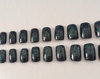 A set of 20 sparkly black fake nails in 10 different sizes
