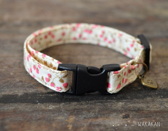 Cat collar Lovely Flowers. Very soft. Made with 100% cotton fabric with a breakaway buckle. Wakakan