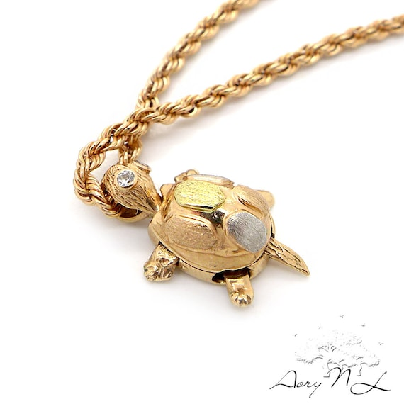 vintage 14k gold necklace with turtle pendant