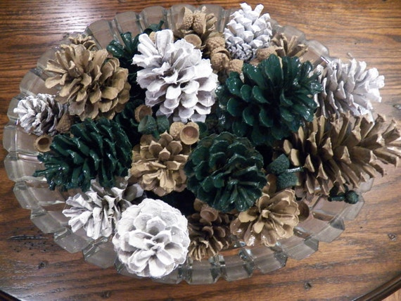 Items similar to hunter green and khaki painted pine cones Decoration kaki