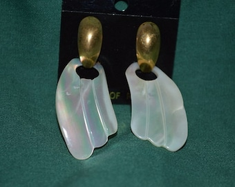 SALE...Beautiful Vintage Mother of Pearl Carved Door-Knocker Earrings (1017153)