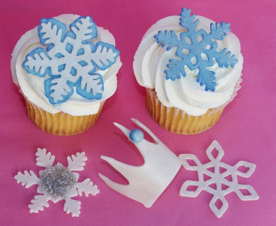 Items similar to Elsa Frozen fondant cake decorations ...