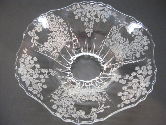New Martinsville Glass Radiance Meadow Wreath Pattern 3 Footed