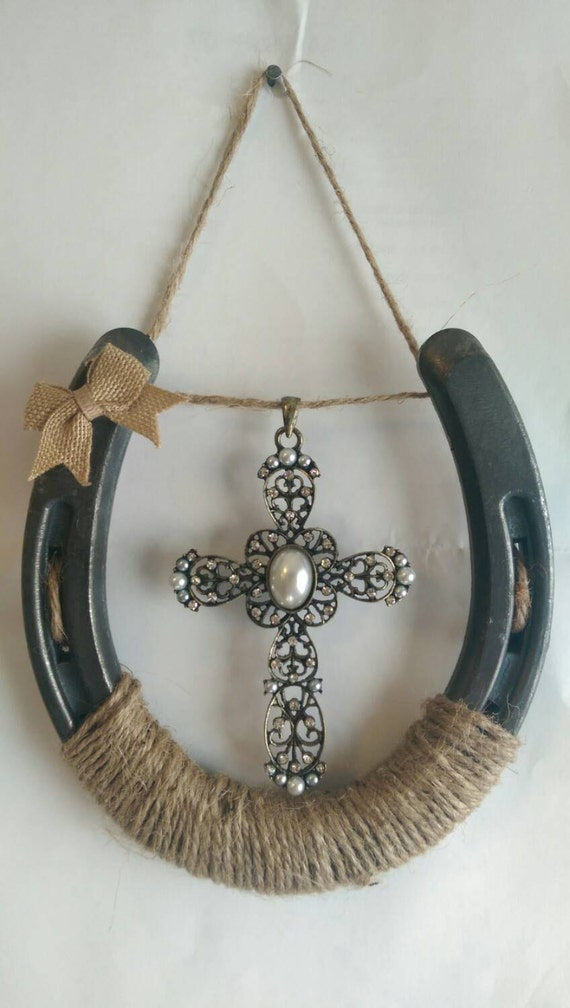 Horseshoe cross wall decor by littlemoments1994 on etsy for How to decorate horseshoes