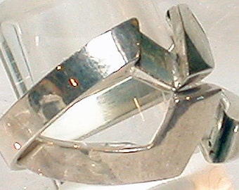 "French Ring ""V"" Silver"