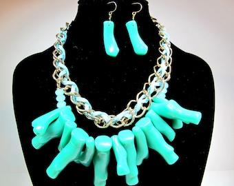 Chunky necklace,  Bib necklace. Aqua blue neckalce with earrings , Acrylic link necklace set