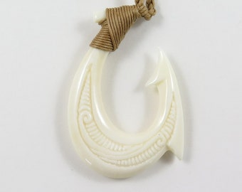 Hawaiian New Zealand Hand Carved Buffalo Bone Tribal Fish Hook Necklace A8