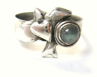 Love Bird with labradorite, bird with heart ring, bird totem ring, bird gemstone ring, sterling ring,  labradorite ring