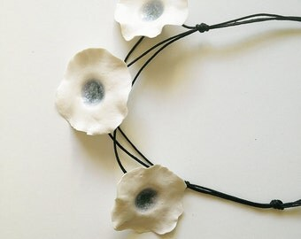 Porcelain necklace with Three Fresh White Flowers light blue - Necklace from Italy