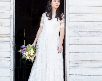 SAMPLE - Ready to Ship - Lace Wedding Dress with Sleeves - Size 8/10