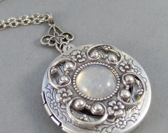 Vintage Moonstone,Locket,Antique Locket,Silver Locket,Moonstone,Goddess,Moonstone Necklace,Moonstone Locket,Moonstone Cab.Valleygirldesigns.