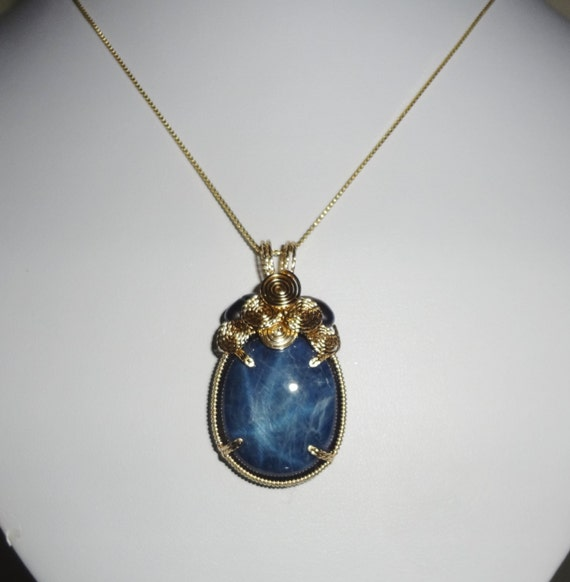 """70 ct Natural Cabochon Blue 6 Star Sapphire stone, 14kt yellow gold Pendant & 14kt 20"""" Box Chain"""