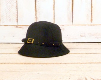 Vintage black wool belted cloche hat/studded wool felt hat/Betmar wool hat