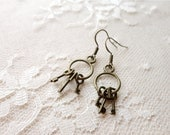 Tiny key ring earrings, Post 'Drink Me'