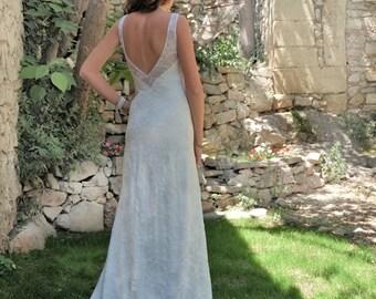 Lace Wedding Dress Low Back  Sleeveless Bridal Gown Sheath V Neck Custom Made Backless Train Vintage Minimalist Ivory Boho Romantic : MELODY