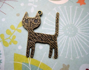 6 Big Cat Charms in bronze tone - C1561