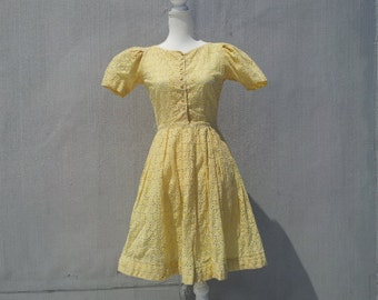 1950s Yellow Gingham Eyelet Day Dress 50s Vintage Jerry Gilden Cotton Fit and Flare Full Pleated Skirt Small XS Summer Garden Party Dress