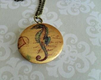 Vintage SEAHORSE Design LOCKET Pendant Necklace // Picture Locket // Gift for Her // Vintage Image // Gift Boxed
