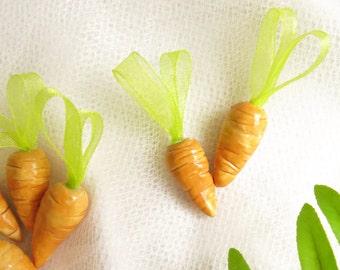 Pottery Carrot Ornament / Mini Easter Tree Ornament / Bunny Carrot Ceramic Ornament / Handmade Easter Decoration / Cottage Theme Vegetable