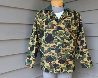 vintage 60's - 70's -Saf-T-Bak- Men's Birding jacket w/ game pouch. Early spot pattern camouflage - Corduroy collar. Medium