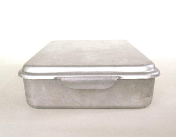 Covered Aluminum Cake Pan