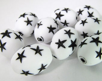 10 Vintage 16mm Oval White and Black Star Beads Bd1465