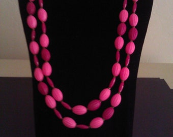 1960s Two Tone Bubble Gum Pink and Plum Beaded Necklace