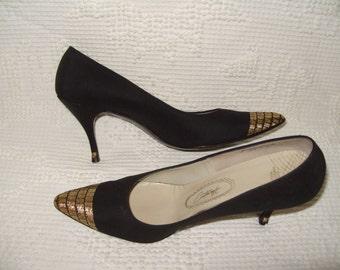 CUSTOMCRAFT Black with Gold Trim Heels Shoes 7