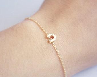tiny horse shoe bracelet - dainty, delicate, minimalist, friendship gold charm bracelet - gift for her