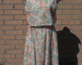 Beautiful Vintage Feminine Floral Print Dress