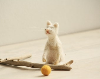 Needle Felted Cat, Soft Sculpture, White Cat, Cat with Ball, Animalistic Gifts, Needle Felt Art Doll, Felted Miniatures