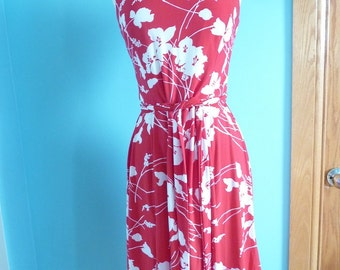 "Vintage 1980s ""Chaps"" beautiful woman's red flowered dress in size medium"
