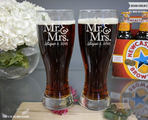 Personalized Beer Mugs Wedding Gift : ... Custom Engraved Hourglass Beer PilsnersPersonalized Wedding Gift