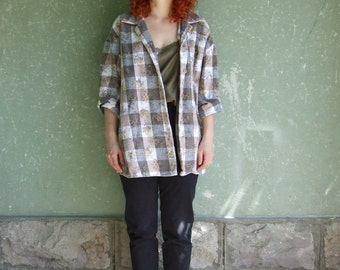 80's vintage women's brown-white checked sjirt with flower patterns