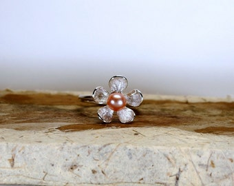 Pink pearl daisy ring , sterling silver daisy ring , pink pearl ring , flower ring , Stacking pearl ring, June birthstone ring