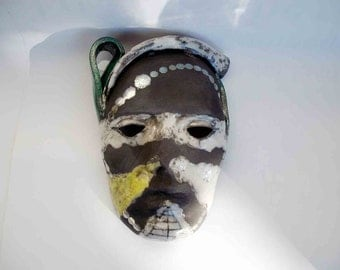 Mask white, gold, yellow and green - europeanstreetteam