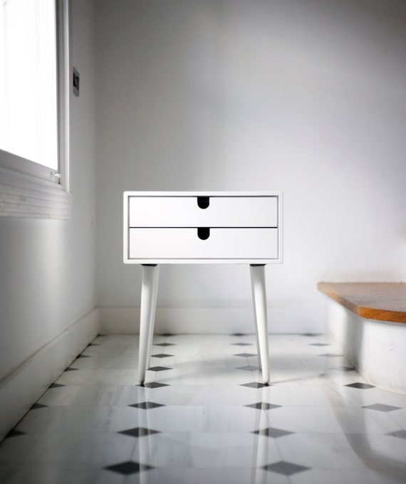 Tisch nachttisch wei stil mid century modern von habitables - Moderne nachtkastje ...