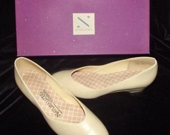 Vintage beige shoes, NATURALIZER pumps, NEW old stock