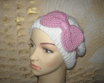 Knitted hat with bow for teenager and women.