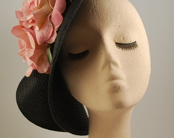 MEIGA 8: headdress made by hand with straw black base, and two pink fabric
