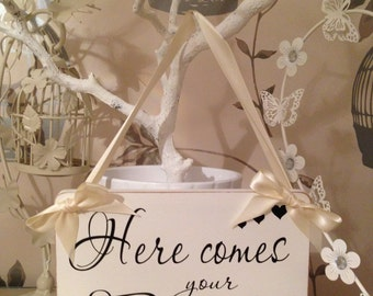 """Personalised """"Here Comes Your Bride"""" Sign - Vintage Wedding Bridesmaid/Page Boy - White Sign VARIOUS COLOURED RIBBON 8""""x6"""""""