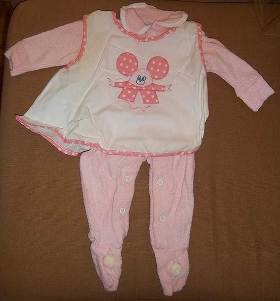 vintage 1970s pink baby girl pajamas with feet by titanicvintage. Black Bedroom Furniture Sets. Home Design Ideas