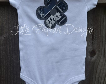 Appliqué Flower Bodysuit, six month size, short sleeve, star wars patterned with grey accent flower - perfect for your little star wars fan