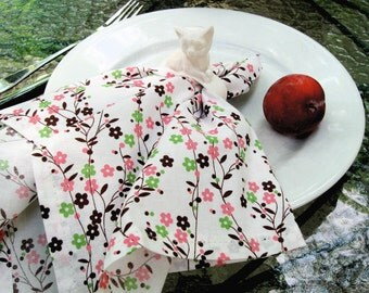 Set of 4 Floral Cotton Napkins perfect for your table!